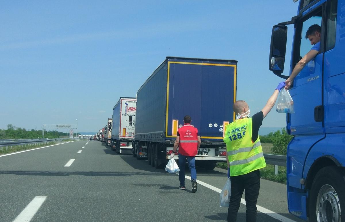 Подијељенo 150 бесплатних ланч пакетa возачима камиона на аутопуту код Градишке