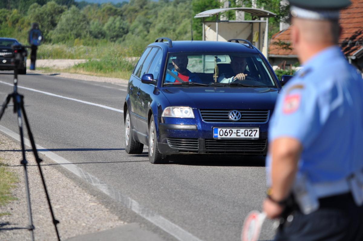 Vozač u Podbrdu kod Mrkonjić Grada prekoračio dozvoljenu brzinu za čak 59 kilometara na čas