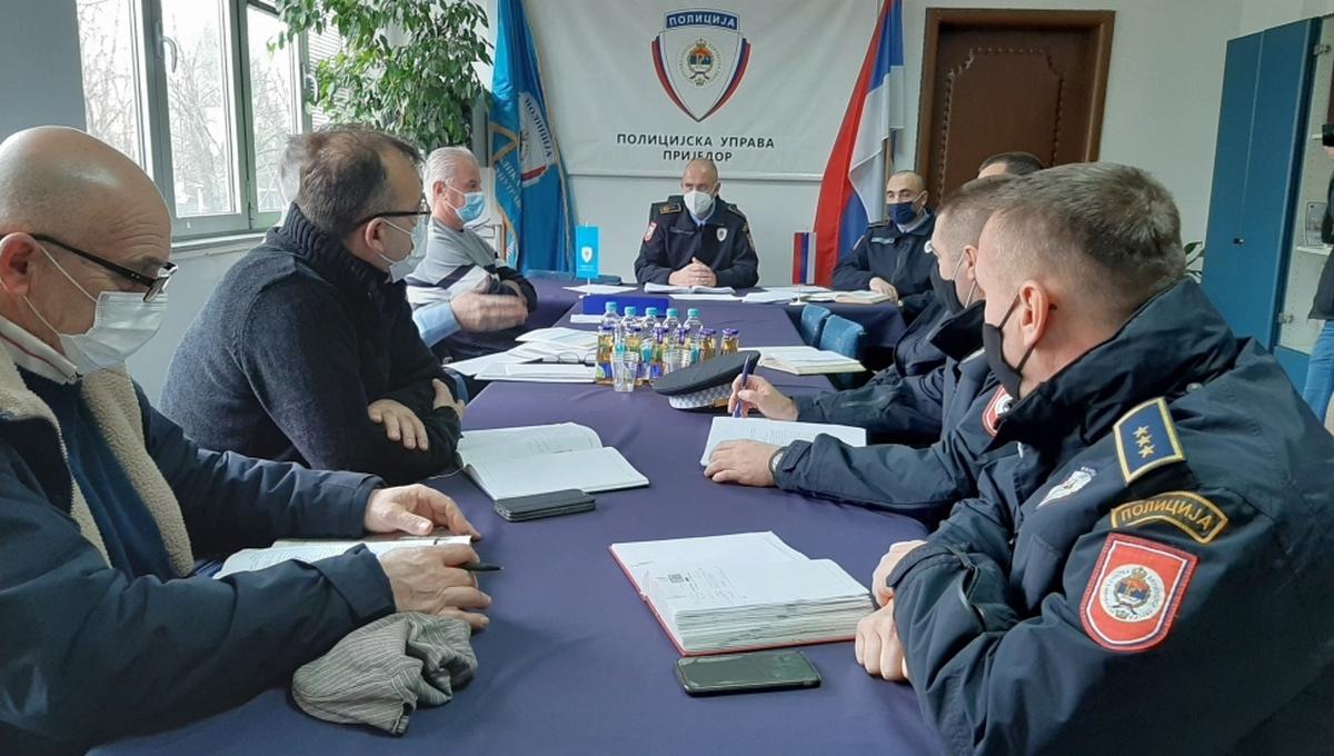 """Руководство ПУ Приједор одржало састанак са представницима АМД """"Приједор"""", """"Уна"""" и """"Козара"""""""