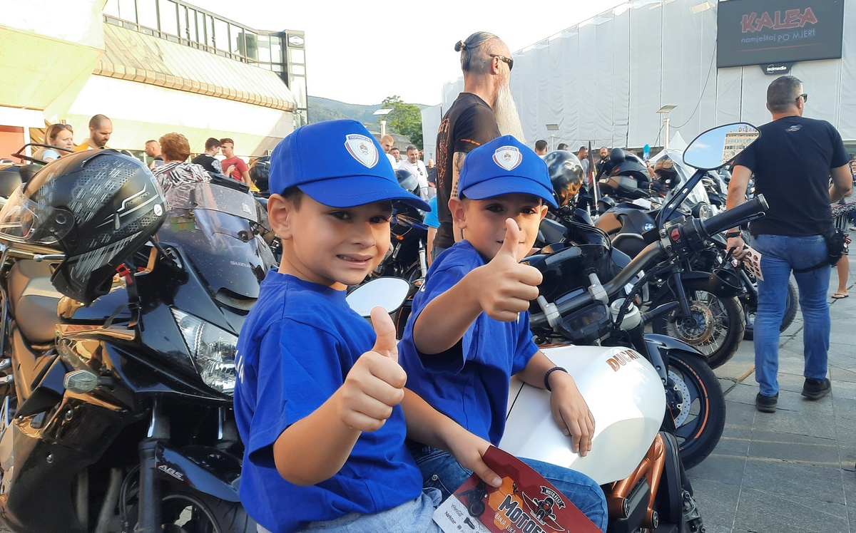 Motociklisti sa Trga Krajine poslali poruku ostalim vozačima: VOZI NAPRIJED, GLEDAJ NAZAD!